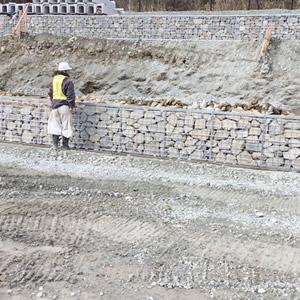 新名神高速道路工事 石積み
